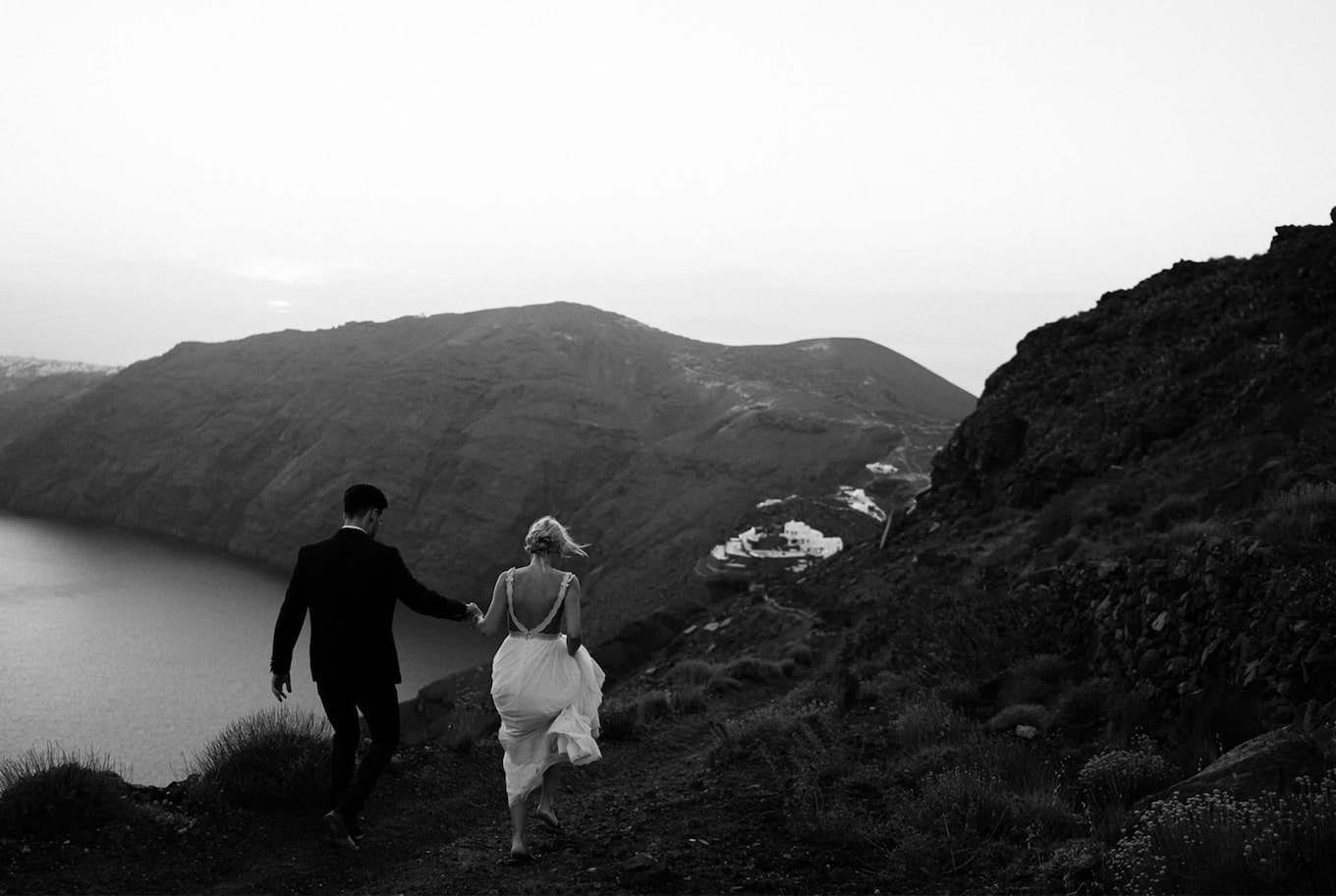 yannick zurfluh sony alpha 9 black and white brides walking in the nature