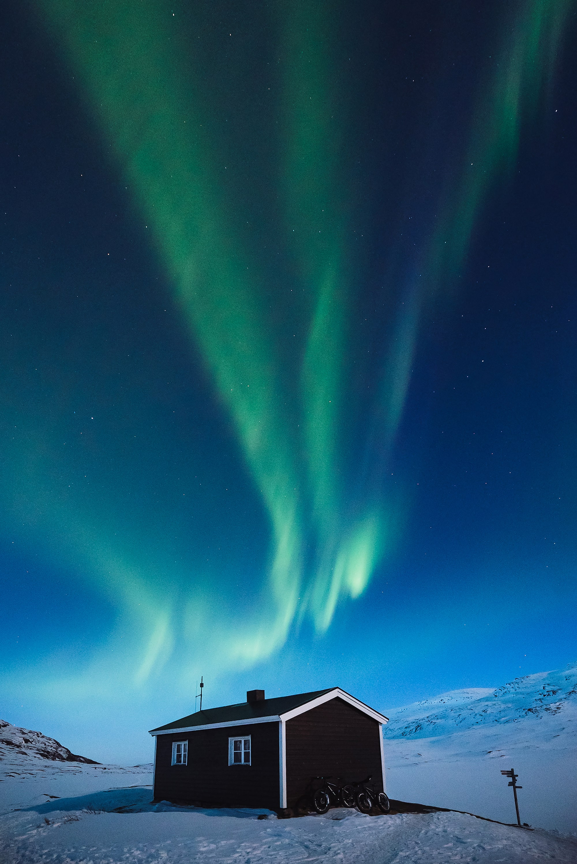 jaakko posti sony alph 7s remote cottage in iceland with the aurora overhead