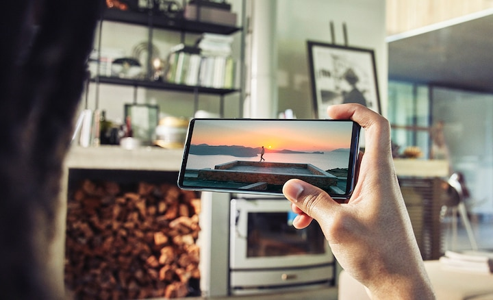 Person holding an Xperia 5 III showing a beautiful sunset