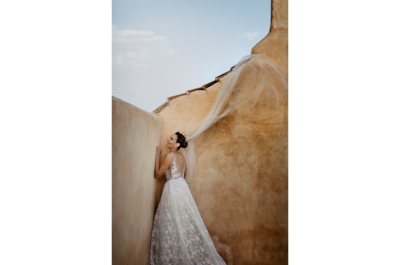 david-bastianoni-sony-alpha-7III-bride-posing-against-a-wall-before-ceremony