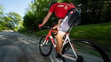 francis bompard sony alpha 9 focus on a cyclist leg while everythingg around is blurred by speed