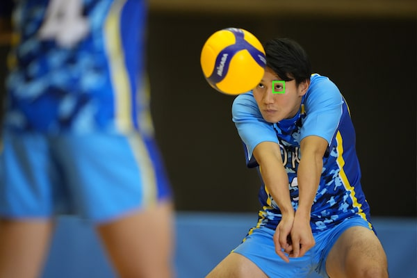 A volleyball player with an AF frame on his eye