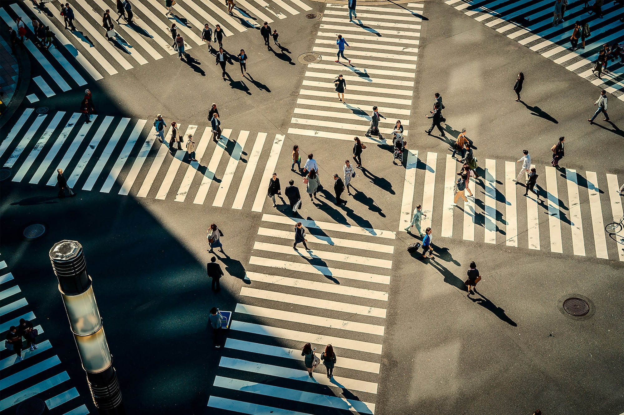 gabor erdelyi sony alpha 9 pedestrian crossing in half shadow with many people walking across