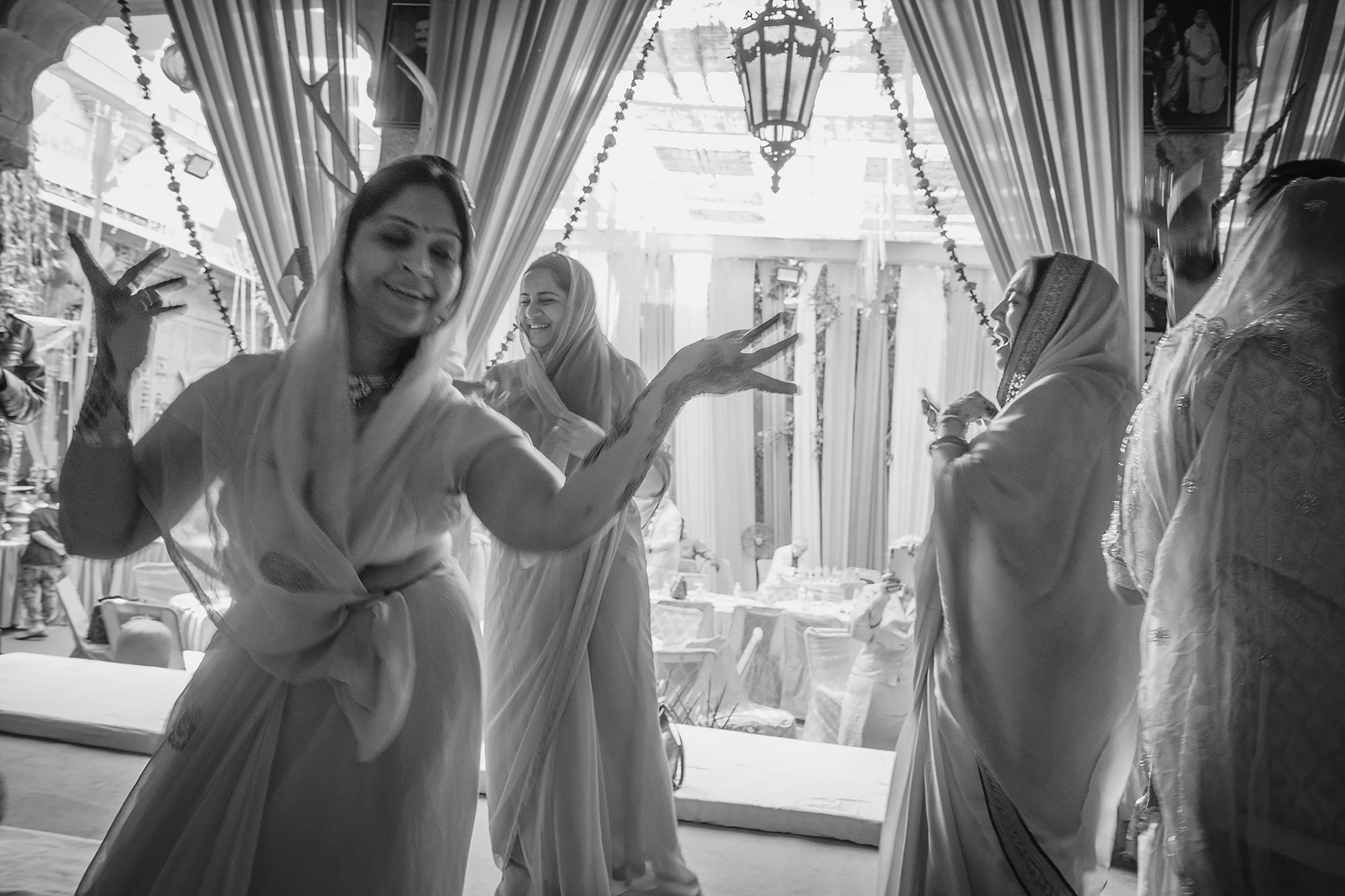 marek arcimowicz sony rx100V indian bridal party dancing as they get ready for wedding
