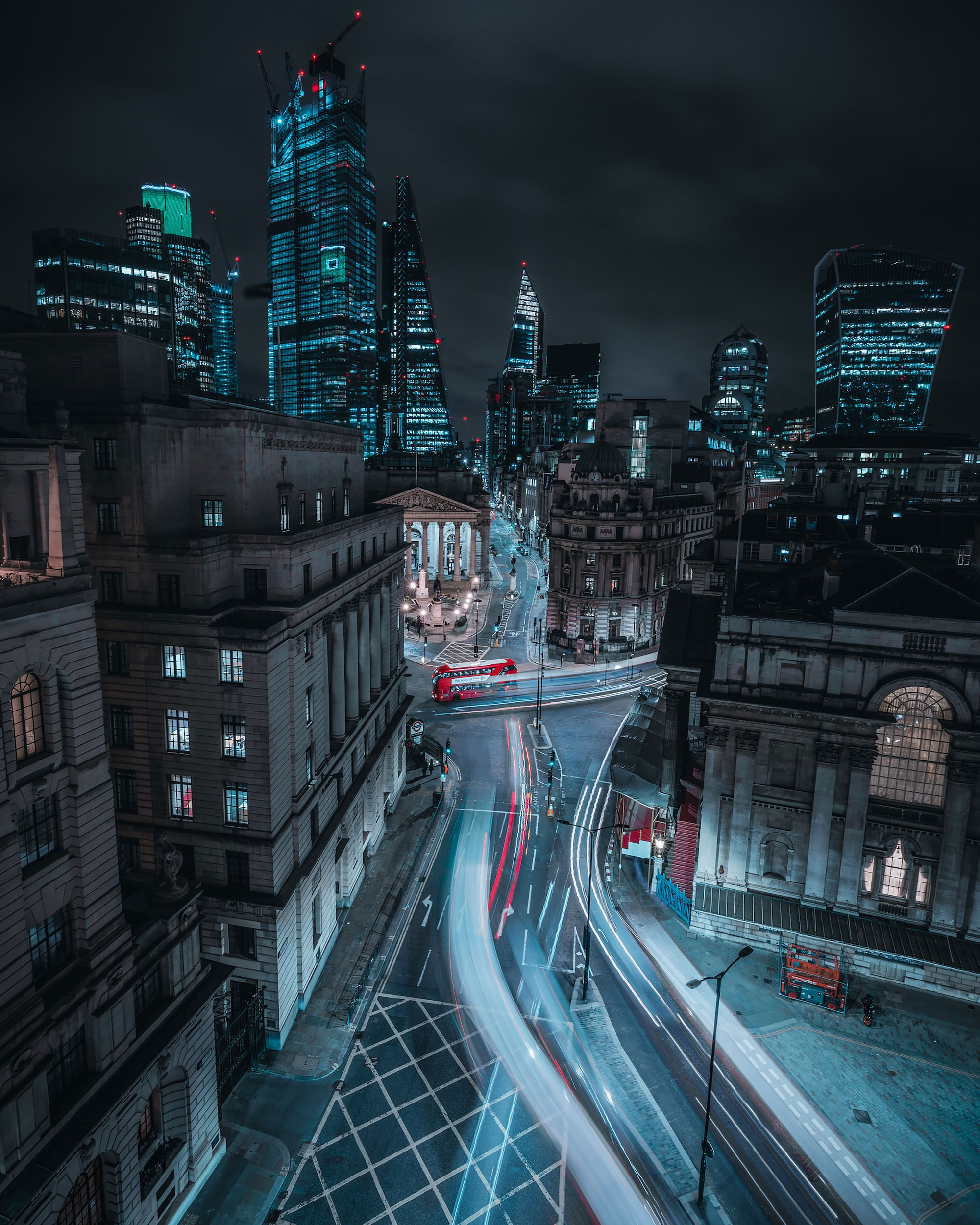 mike will sony alpha 7RIII long exposure traffic trails in london street at night